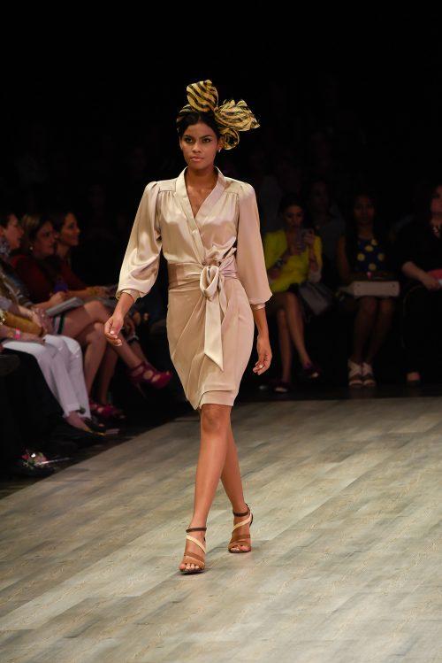 Conjunto falda y camisa cruzada