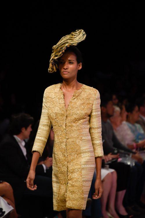 Levita tweed tostado y dorado